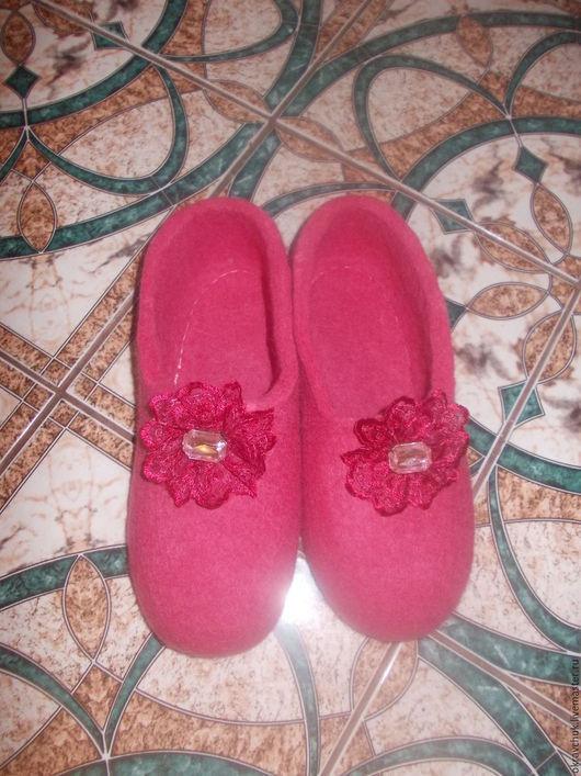 Обувь ручной работы. Ярмарка Мастеров - ручная работа. Купить Домашние тапочки. Handmade. Фуксия, тапочки из войлока, валенки
