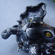 Украшения ручной работы. Ярмарка Мастеров - ручная работа Глубоководный Дэйви Кош, миниатюрная брошь с натуральным сапфиром. Handmade.