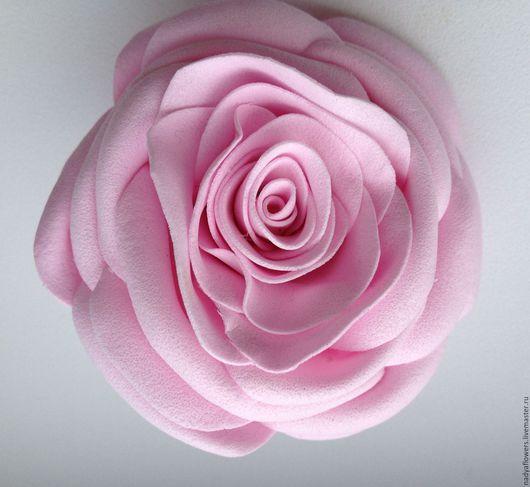 Брошь в форме розы. Розы из фоамирана ручной работы. Украшения ручной работы. Заказать. Надежда Тимченко. Ярмарка мастеров. Брошь из фоамирана розовая роза.