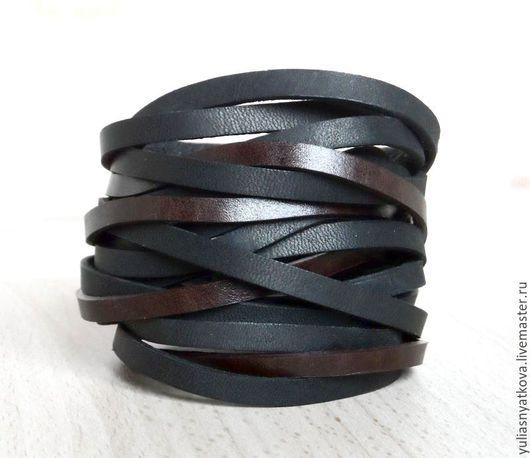 Браслеты ручной работы. Ярмарка Мастеров - ручная работа. Купить Плетеный браслет из кожи черно-коричневый.. Handmade. Кожаный браслет