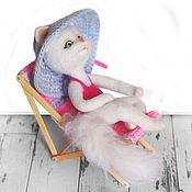 Куклы и игрушки ручной работы. Ярмарка Мастеров - ручная работа Кошка Алина на пляже Интерьерная валяная игрушка. Handmade.