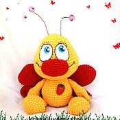Куклы и игрушки ручной работы. Ярмарка Мастеров - ручная работа Бабочка - козявочка с  орденом  Клубничное  сердце. Handmade.