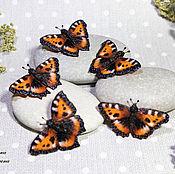Брошь-булавка ручной работы. Ярмарка Мастеров - ручная работа Брошь бабочка крапивница. Handmade.