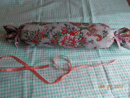 Текстиль, ковры ручной работы. Ярмарка Мастеров - ручная работа. Купить Валик-конфета с можжевеловой стружкой. Handmade. Валик-конфета