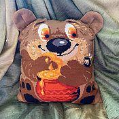 Картины ручной работы. Ярмарка Мастеров - ручная работа Вышитая подушка «Медвежонок». Handmade.