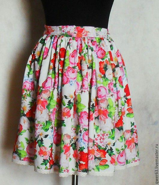 короткая юбка, цветочный рисунок, с розочками, светло-желтая юбка, из вискозы, красивая юбка, модная юбка,для отдыха, летняя юбка, легкая юбочка, подарок, с розами, модная одежда, цветочный принт