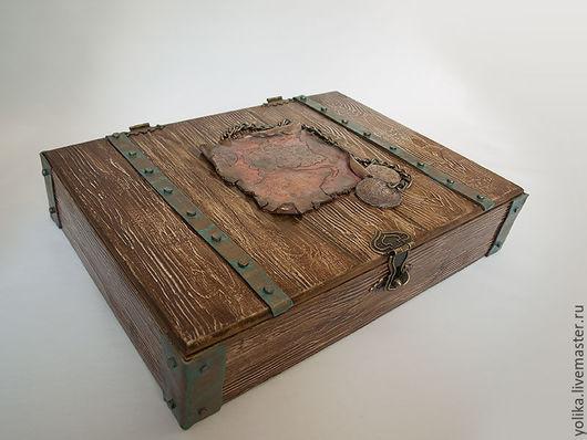 Пиратский короб с медными полосами и углами (имитация).
