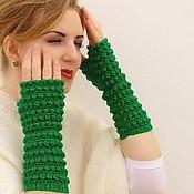 Аксессуары ручной работы. Ярмарка Мастеров - ручная работа Длинные вязаные зелёные митенки. Handmade.