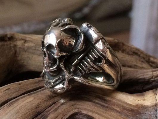 """Кольца ручной работы. Ярмарка Мастеров - ручная работа. Купить """"V-Twin с черепом"""" Кольцо из серебра. Handmade. Серебряный"""