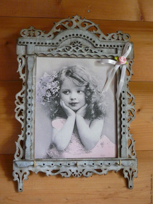 Панно-ключница `Окно из детства`