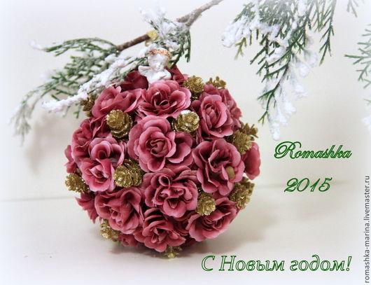 Новогодний шар из роз с шишками с прекрасным Ангелом. Это прекрасный подарок себе, друзьям, близким и коллегам по работе. Работа Покусаевой Марины (Romashka). Ярмарка Мастеров.