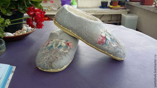 """Обувь ручной работы. Ярмарка Мастеров - ручная работа. Купить тапочки домашние валяные """"Скромные.Теплые"""". Handmade. Серый"""