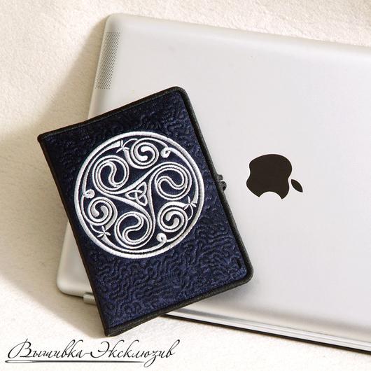 Компьютерные ручной работы. Ярмарка Мастеров - ручная работа. Купить Вышитый хранитель памяти с кельтскими символами. Handmade. Хранитель флэшек