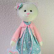 Куклы и игрушки ручной работы. Ярмарка Мастеров - ручная работа Кошечка с сердечком. Handmade.