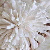 """Украшения ручной работы. Ярмарка Мастеров - ручная работа Валяная брошь """"Хризантема белая"""". Handmade."""
