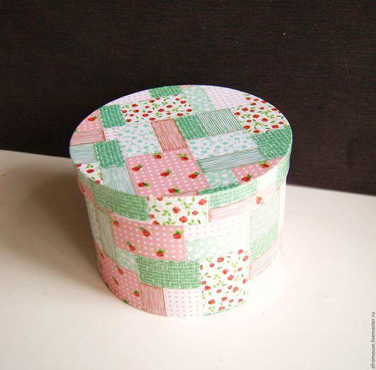 коробка круглая `Мятно-розовый пэчворк` картонная