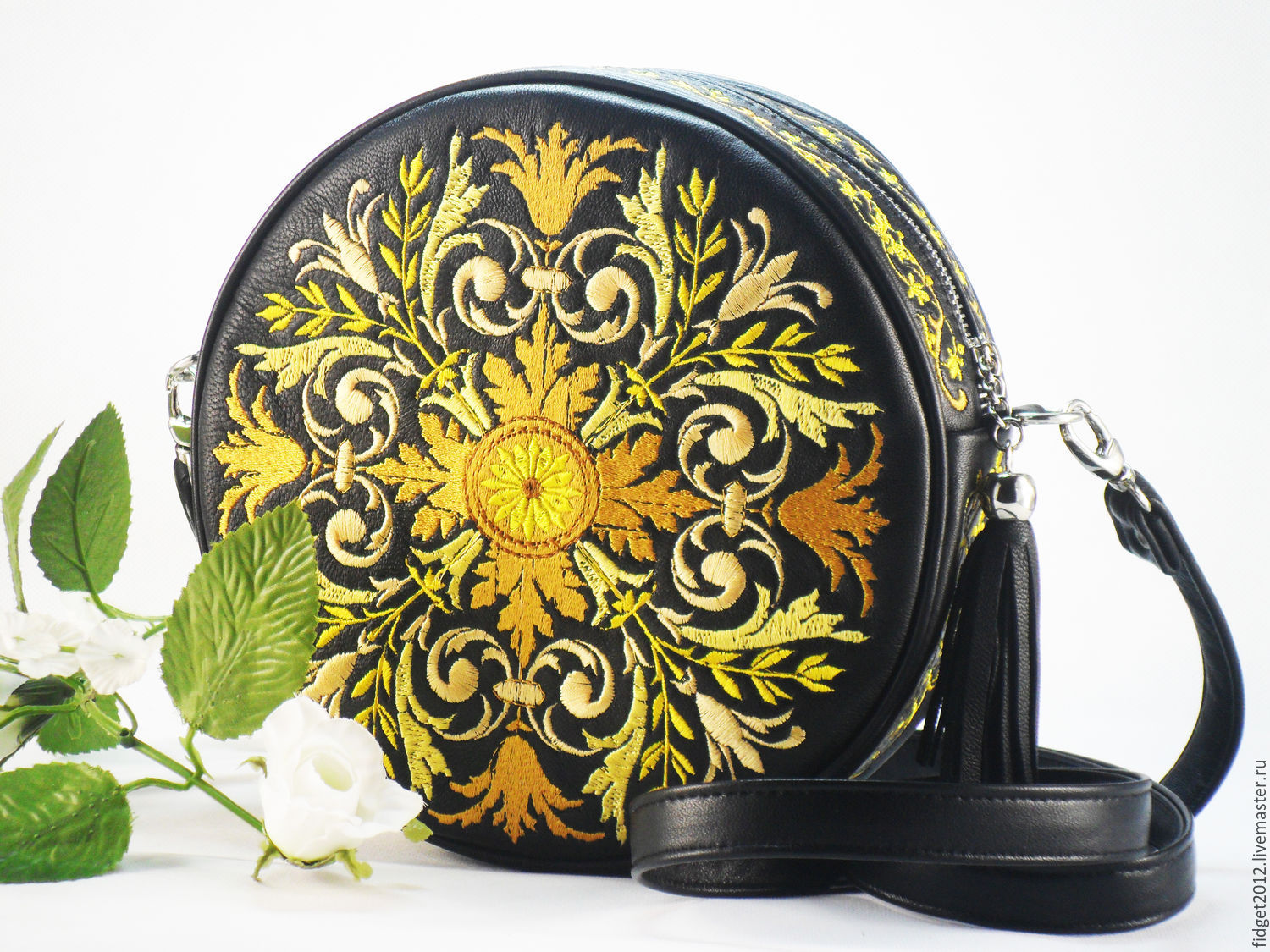 Embroidered leather bag Black circular handbag with a Gold ornament, Classic Bag, Bakhmut,  Фото №1