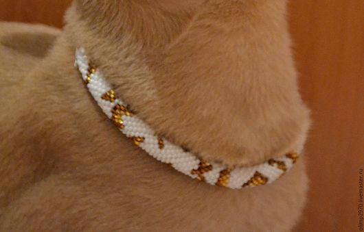 Аксессуары для кошек, ручной работы. Ярмарка Мастеров - ручная работа. Купить Ошейник БЕЛЫЙ С ЗОЛОТЫМ из бисера. Handmade. Белый