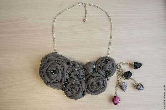 Колье, бусы ручной работы. Ярмарка Мастеров - ручная работа. Купить Колье из ткани текстиля «Дымчатый поцелуй» серый розы цветы. Handmade.