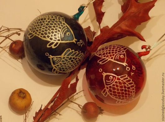 Елочные шары\r\nРоспись витражными красками и контурами\r\nДиаметр: 12 см.\r\nРоспись Екатерины Макаровой