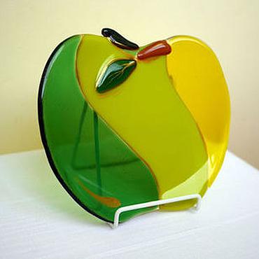 Посуда ручной работы. Ярмарка Мастеров - ручная работа Тарелка декоративная фьюзинг Яблоко зеленое с желтым. Handmade.
