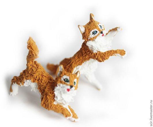 Игрушки животные, ручной работы. Ярмарка Мастеров - ручная работа. Купить композиция из двух фигурок (маленькие кошечки, рыжий котёнок). Handmade.