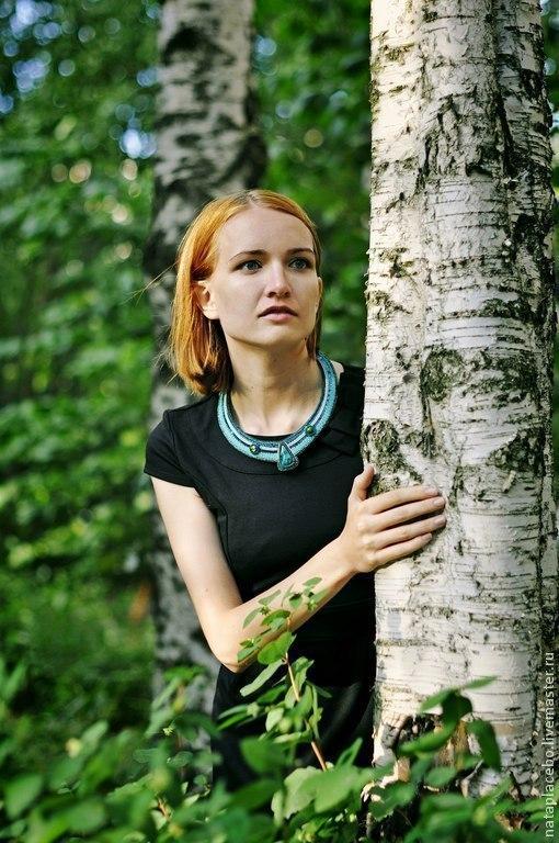 Фотограф Оля Федорова  крупные колье бижутерия купить