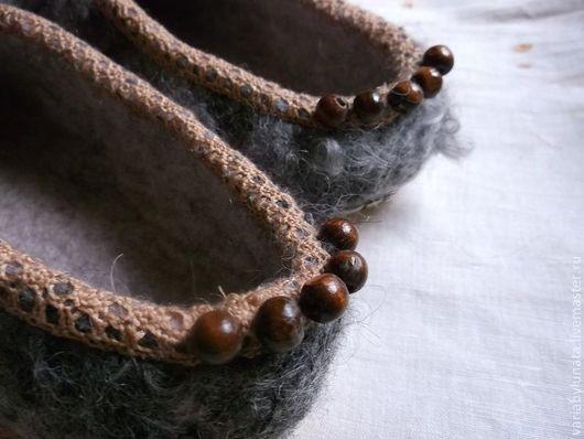 """Обувь ручной работы. Ярмарка Мастеров - ручная работа. Купить Валяные тапочки """"Ягодными тропами.."""". Handmade. Серый, каракуль"""