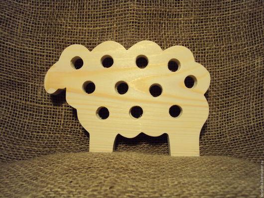 Овечка с отверстиями для декорированния, деревянная игрушка