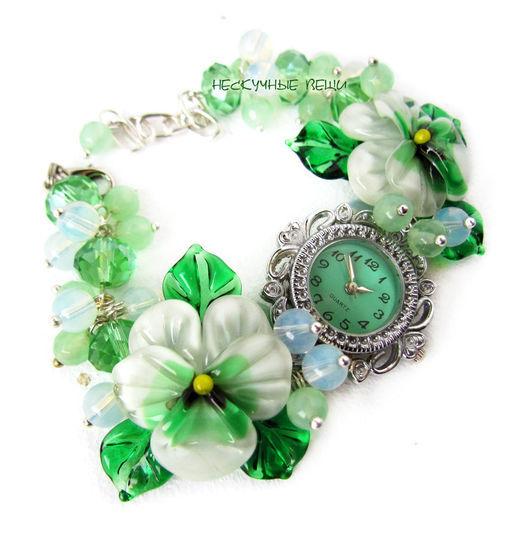 """Часы ручной работы. Ярмарка Мастеров - ручная работа. Купить """"Селадон"""" наручные часы с бусинами лэмпворк. Handmade. Мятный"""
