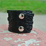 Украшения ручной работы. Ярмарка Мастеров - ручная работа Чёрный Кожаный браслет (Black Croc Indiana Cuff). Handmade.