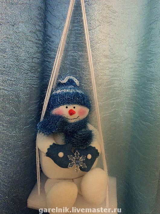 """Новый год 2017 ручной работы. Ярмарка Мастеров - ручная работа. Купить Снеговик """"Малыш на качелях"""". Handmade. Подарок на новый год, мохер"""