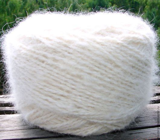 Пряжа «Белый Пушистик white»130метров100грамм из пуха самоеда . Состав : 100% пух самоеда . Толщина пряжи – 130метров \100грамм  Цвет – белый  Пряжа отмыта экологично и находится в мотках . Ручно