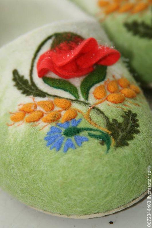 """Обувь ручной работы. Ярмарка Мастеров - ручная работа. Купить Тапочки женские """"УКРАИНА"""". Handmade. Салатовый, валяная обувь"""