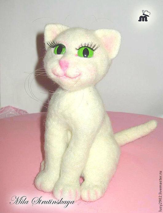 """Игрушки животные, ручной работы. Ярмарка Мастеров - ручная работа. Купить Кошечка  белая  из шерсти, валяная белая кошка""""Беляночка"""". Handmade."""