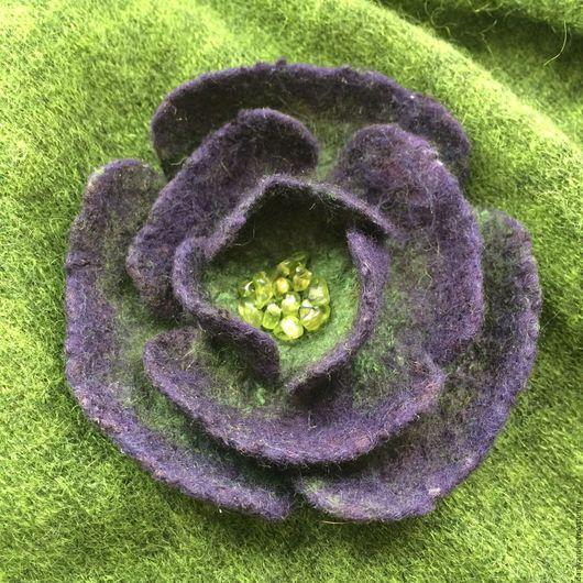 Броши ручной работы. Ярмарка Мастеров - ручная работа. Купить Брошь-цветок, расшитый натуральным хризолитом. Handmade. Аксессуары handmade