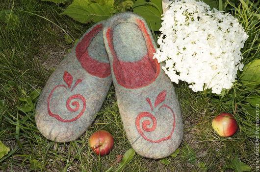 """Обувь ручной работы. Ярмарка Мастеров - ручная работа. Купить Тапочки валяные """"Плод с древа"""". Handmade. Зеленый, тапочки из шерсти"""