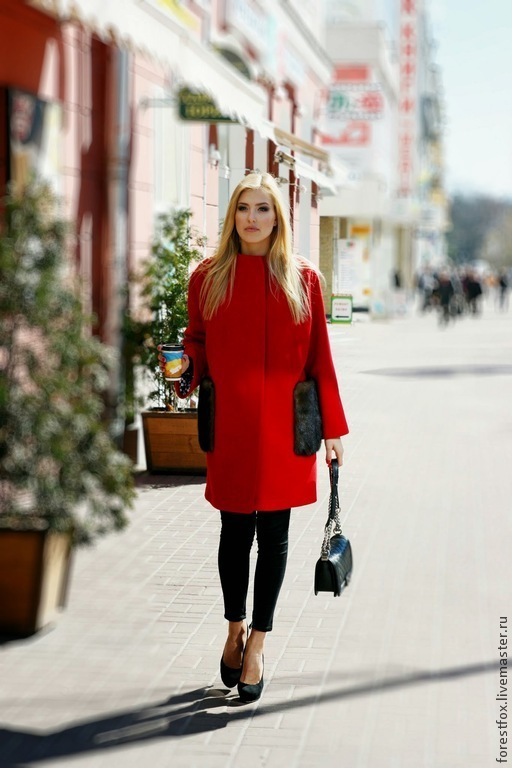 Верхняя одежда ручной работы. Ярмарка Мастеров - ручная работа. Купить Пальто с меховыми карманами красное. Handmade. Ярко-красный