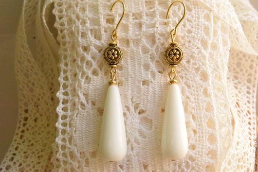 Элегантные белые серьги-капли. Белое с золотым. Длинные. Изящные. Tanja Martin