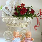 Подарки к праздникам ручной работы. Ярмарка Мастеров - ручная работа Коляска интерьерная с розами. Handmade.