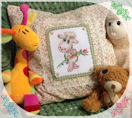 Текстиль, ковры ручной работы. Ярмарка Мастеров - ручная работа. Купить Наволочка для декоративной подушки Милая овечка. Handmade. Разноцветный