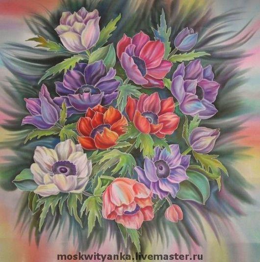 Яркий платок украсит повседневный наряд.