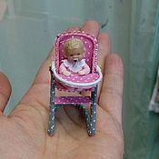 Куклы и игрушки ручной работы. Ярмарка Мастеров - ручная работа 1:24 малыш в стульчике для кормления.. Handmade.