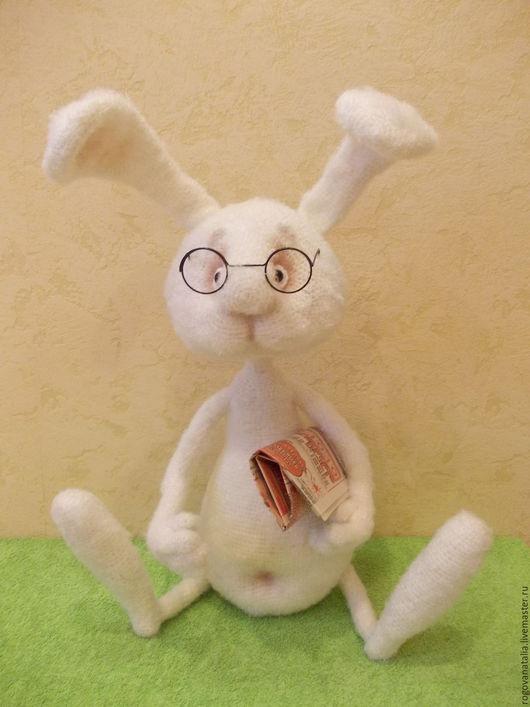 """Игрушки животные, ручной работы. Ярмарка Мастеров - ручная работа. Купить """"Самый умный кролик"""". Handmade. Белый, вязаная игрушка"""