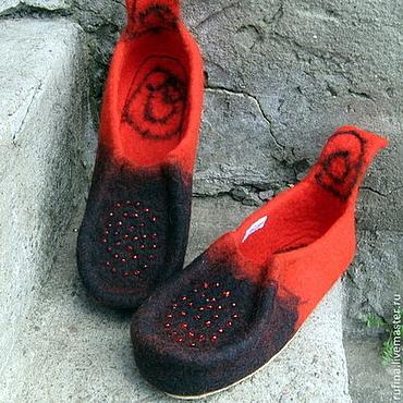 """Обувь ручной работы. Ярмарка Мастеров - ручная работа Валяные домашние тапочки """"Красное черное"""" 40р. Handmade."""