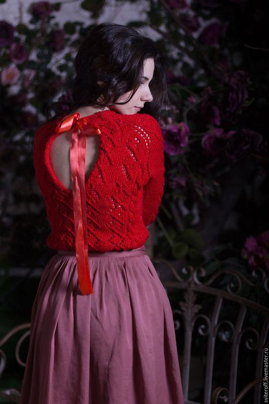 Вязаный красный красивый свитер ручной работы `Клубничный макарон` от Sviteroff