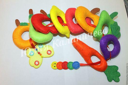 Развивающая игрушка `Голодная гусеница` ручной работы