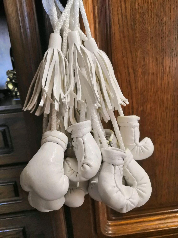 Белая подвеска в авто Боксерские перчатки(Уценка), Автомобильные сувениры, Краснодар,  Фото №1