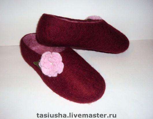 """Обувь ручной работы. Ярмарка Мастеров - ручная работа. Купить Тапочки валяные """"Вишнёвые"""". Handmade. Тапки, тапки валяные, бордовый"""