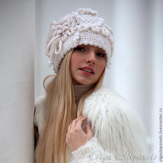 Шапки ручной работы. Ярмарка Мастеров - ручная работа. Купить Белая шапочка. Handmade. Фриформ, вязаная шапочка, зима, блондинка